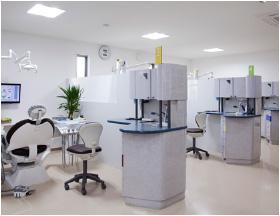 プライバシーに配慮した半個室診療室
